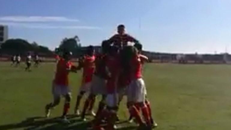 Já viu o golaço do jovem benfiquista Famana Quizera frente ao Sporting?
