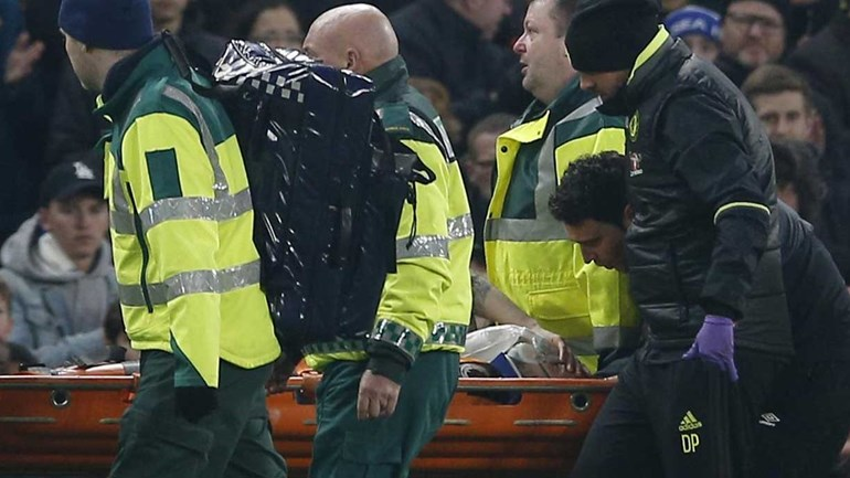 Jogador de Marco Silva sofre lesão arrepiante