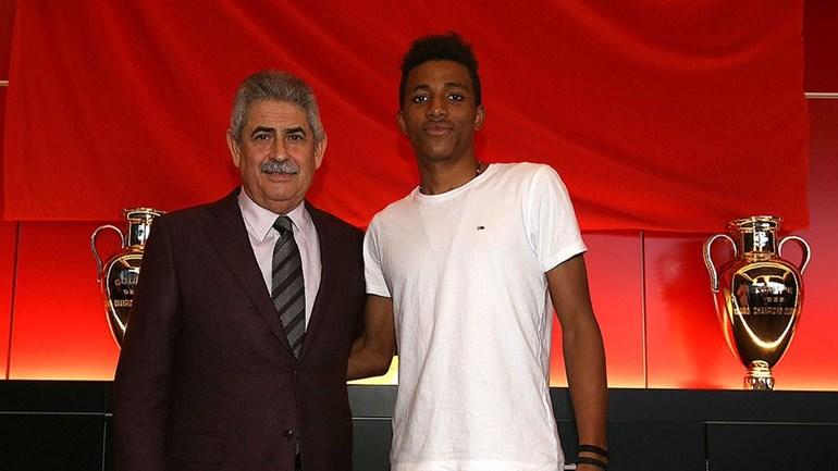 Goleiro Ederson renova e fica no Benfica até 2023