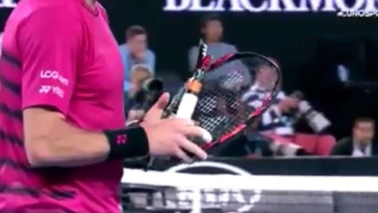 Federer leva Wawrinka ao desespero... e a partir a raqueta