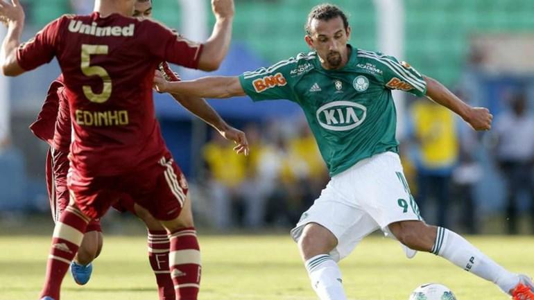 Palmeiras é multado pela FIFA por violar estatuto na transferência de Barcos