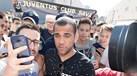 Dani Alves atira-se ao Barcelona e diz que o futebol é um mundo de inveja e hipocrisia