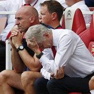 Wenger está metido numa embrulhada