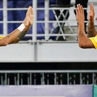 Neymar faz visita a Gabriel Jesus