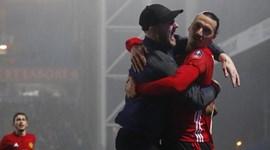 Ibrahimovic não gostou muito desta invasão de campo...
