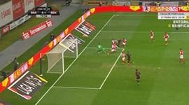 Um Mitroglou 'nunca visto' inventou assim o golo do Benfica