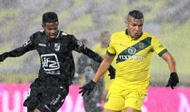 P. Ferreira-V. Guimarães, 2-0: Welthon tocou ao som do vento