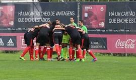 Benfica goleia Oeiras e pressiona leões