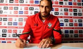 Martín Cáceres assina pelo Southampton