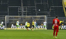 Borussia Dortmund fez o Wolfsburgo pagar a fatura da derrota frente ao Benfica