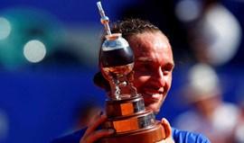 Dolgopolov bate Nishikori e conquista torneio de Buenos Aires