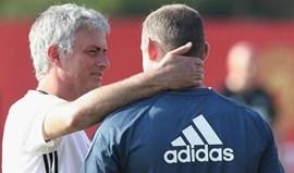 Mourinho garante que não empurrará Wayne Rooney para fora do clube