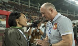 Scolari goleia na estreia da primeira mulher treinadora na Liga dos Campeões asiática