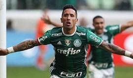 Lucas Barrios assina pelo Grêmio