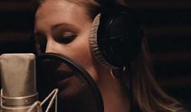 Lorelei Taron lança primeiro álbum