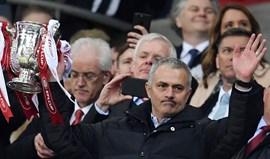 Mourinho: «Clough e Ferguson não podem ganhar a quinta taça e eu vou lutar por isso»