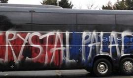 Adeptos do Crystal Palace vandalizam autocarro do clube por... engano