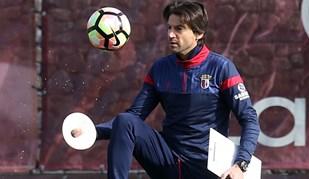 Jorge Simão mostra dotes futebolísticos no treino do Sp. Braga