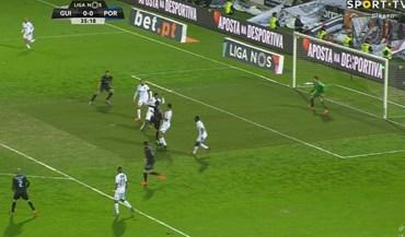 Jogadores do V. Guimarães pediram fora de jogo no golo de Soares