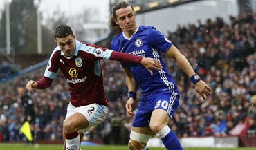 Burnley trava líder Chelsea