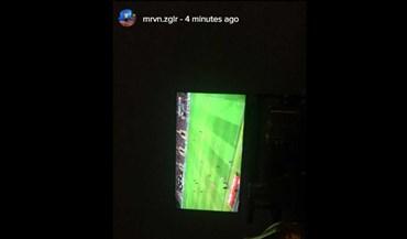 Zeegelaar no sofá... atento ao Benfica