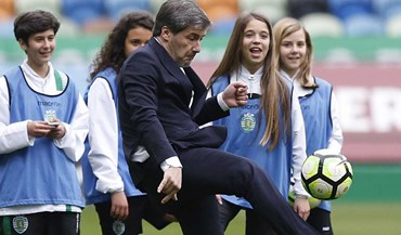 Bruno de Carvalho surpreende a... dar toques