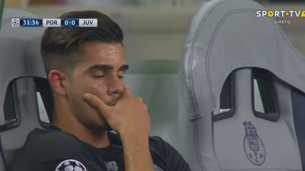 André Silva não escondeu a desilusão no banco de suplentes
