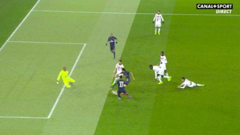 E agora polémica em França: PSG vence com golo em fora de jogo