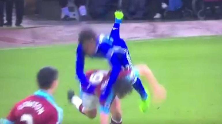 Com Joey Barton, passa a bola mas não passa o jogador...
