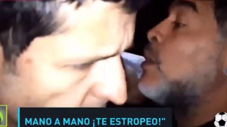 Maradona ameaça partir a cara a jornalista