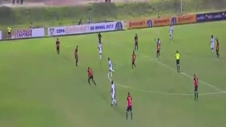Scarpa marcou este golaço e o Fluminense já 'reservou' o Prémio Puskas