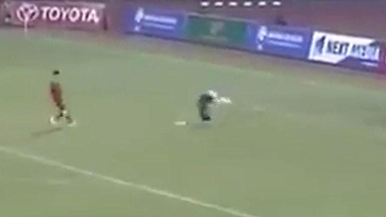 No Vietname, um penálti mal assinalado leva a que a equipa faça... isto
