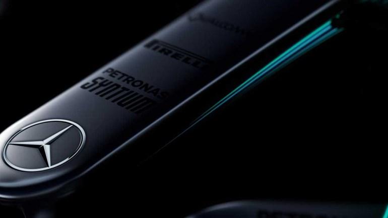 Mercedes usa grandes planos do W08 para 'provocar'