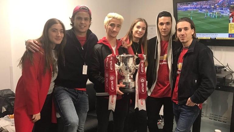 Filhos de Mourinho celebraram com Pogba e Ibrahimovic no balneário
