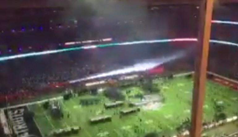Este vídeo incrível mostra todo o intervalo do SuperBowl em 29 segundos