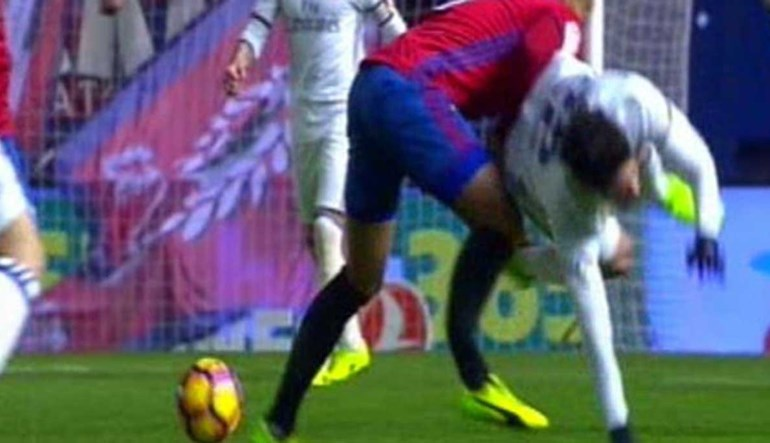 Arrepiante: Jogador do Osasuna parte a perna diante do Real Madrid