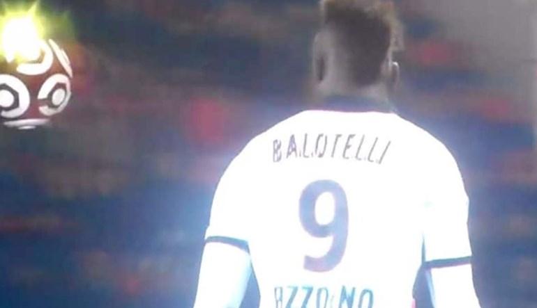 Balotelli voltou aos relvados e... foi expulso