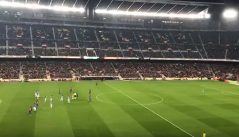 André Gomes ouve assobiadela monumental dos adeptos do Barcelona