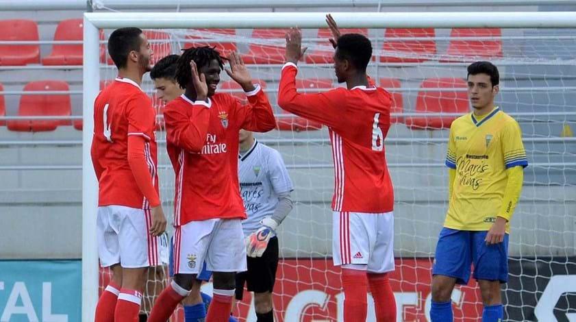 Benfica começa fase decisiva com vitória