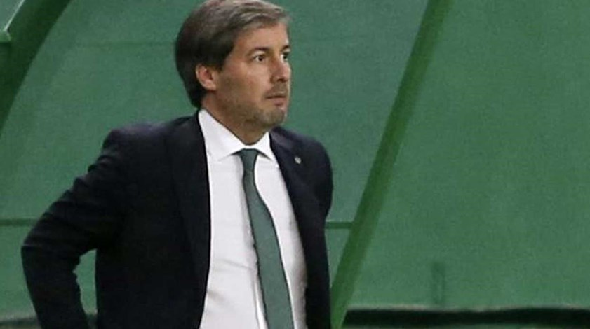 Bruno de Carvalho aceita desafio e senta-se no banco