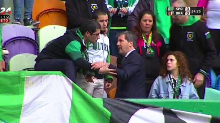 Bruno de Carvalho vai à bancada pedir calma