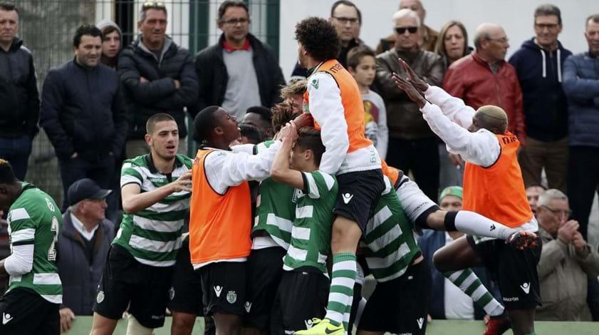Douglas Aurélio sai do banco para dar vitória ao Sporting