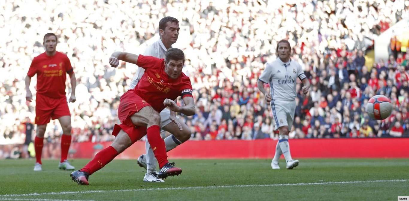 Gerrard desequilibra na vitória dos veteranos do Liverpool sobre os do Real Madrid
