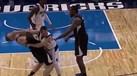 JJ Barea agrediu Griffin, foi expulso e... acabou ovacionado
