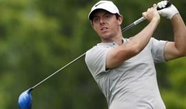 Rory McIlroy diz que pôs política de lado quando jogou golfe com Trump