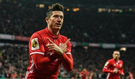 Bayern segue para as 'meias' após bater o Schalke (3-0)