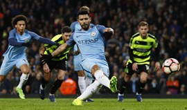 Manchester City goleia (5-1) mas só depois de um susto
