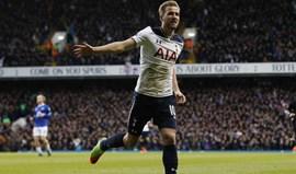 Tottenham vence Everton com bis de Harry Kane
