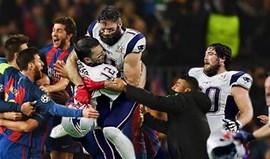 Há qualquer coisa que não bate certo nesta celebração do Barcelona...