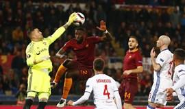 Anthony Lopes decisivo na qualificação do Lyon em Roma